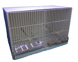 J1-Jaulón de cría con base de cartón, y frente metálico con 6 huecos para comederos