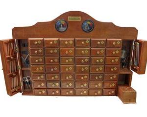 MHA42 - Mueble de madera artesanal con 42 cajones y accesorios